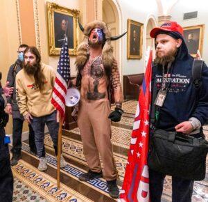 ¿Los alborotadores del Capitolio recibirán un indulto del presidente Trump?
