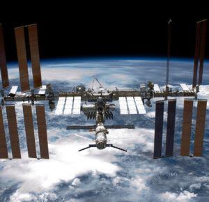 3 hombres, incluido un empresario de Ohio, pagando para volar a la estación espacial; Esto es lo que les costará ...
