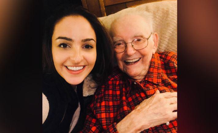 'Está muy contento': familiares y amigos ayudan a un sobreviviente del Holocausto a celebrar su centésimo aniversario