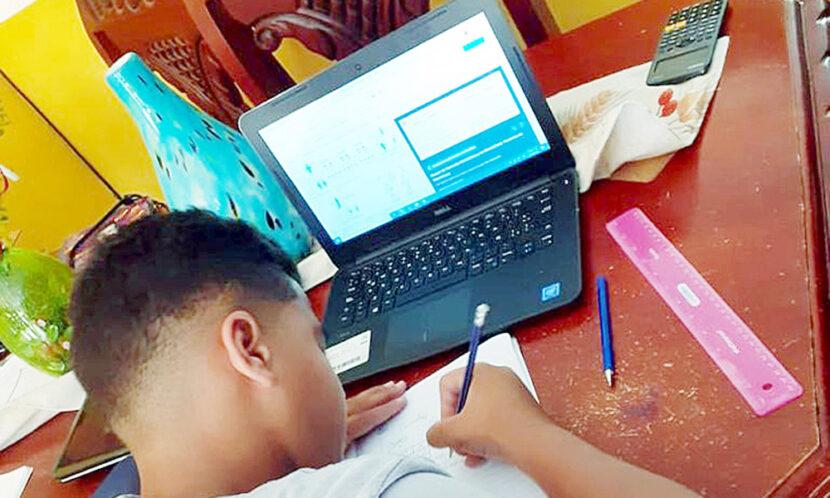 ATENCION: Ministro de Educación reitera docencia a distancia se reanuda este jueves