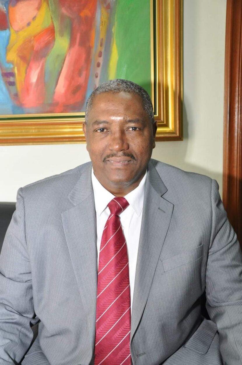 Abogado inscribe aspiraciones al Comité Central del PLD, por la circuncripcion3, Santo Domingo Este. »