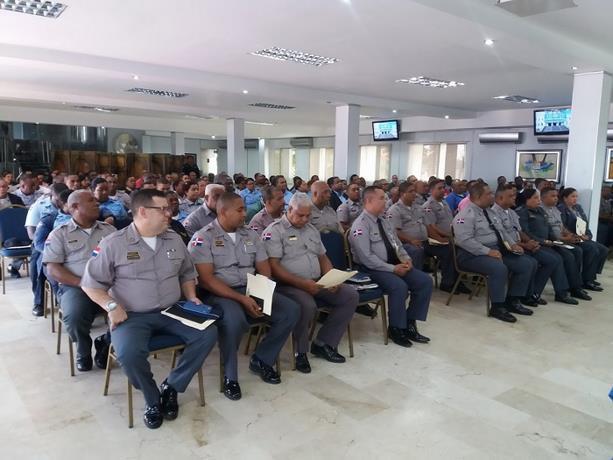 Anuncian aumento de salario a los policías de hasta un 40%