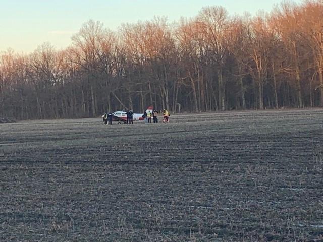Avión monomotor aterrizó en un campo en Avon para ser escoltado rodando por la I-90