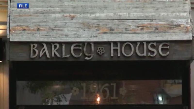Cómo un popular bar del centro planea defenderse después de que el estado revoque el permiso de licor