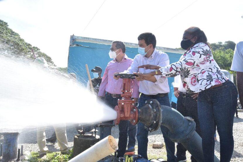 Director INAPA pondera mejoría servicio en municipio de Haina durante encuentro con autoridades locales y dirigentes comunitarios