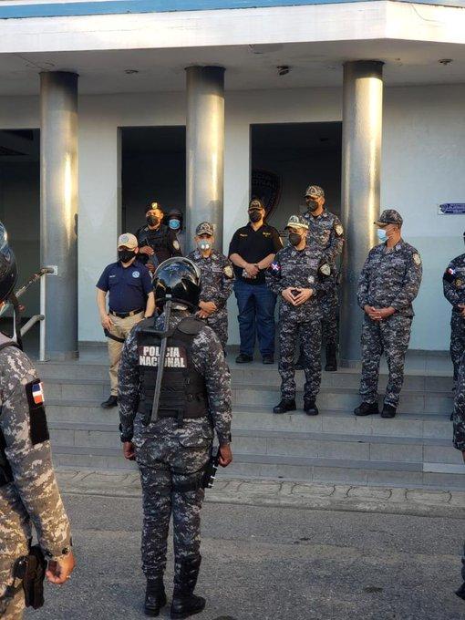 Director de la policía supervisa toque de queda en Santo Domingo y SPM