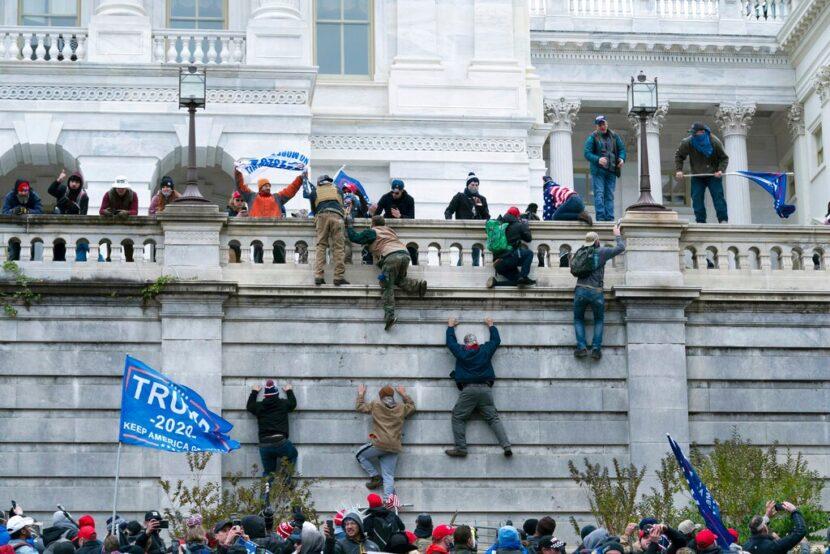 Disturbios en el Capitolio de los Estados Unidos; Próxima etapa de vacunas en Ohio; Indios intercambian dos favoritos de los aficionados
