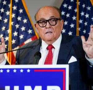 Dominion Voting Systems demanda al abogado de Trump Rudy Giuliani por $ 1.3 mil millones