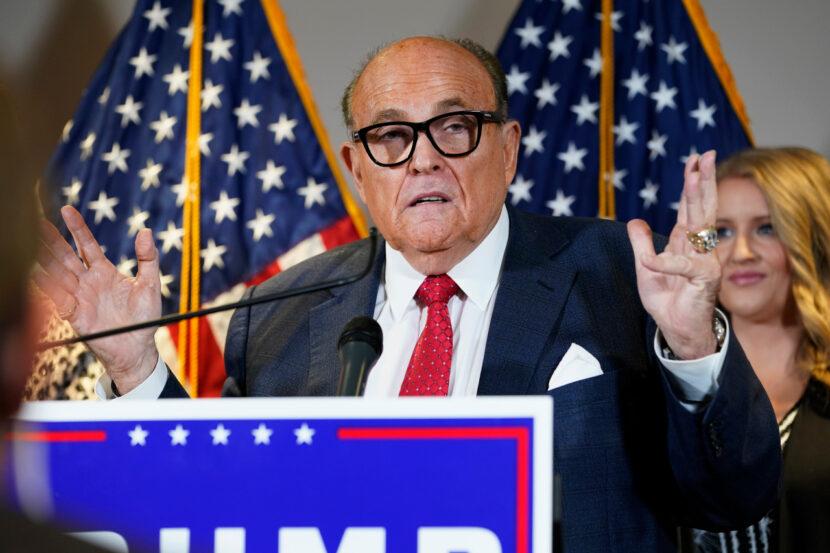Dominion Voting Systems demanda al abogado de Trump Rudy Giuliani por $ 1.3 mil millones