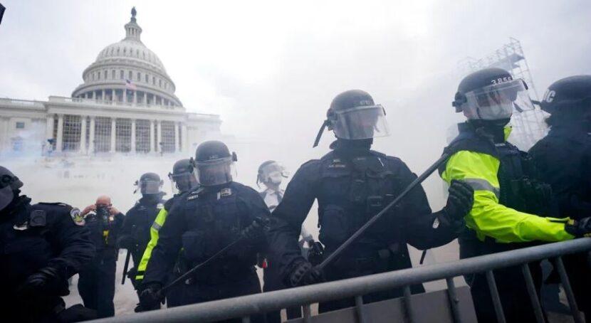 Dos agentes de la Policía del Capitolio suspendidos tras ataque