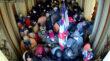 Dos hombres de Ohio acusados en disturbios en el Capitolio, uno acusado de robar perchero