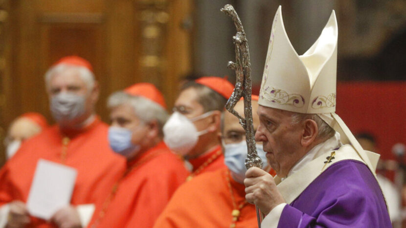 El Papa dice que las mujeres pueden leer en la misa, pero aún así no pueden ser sacerdotes