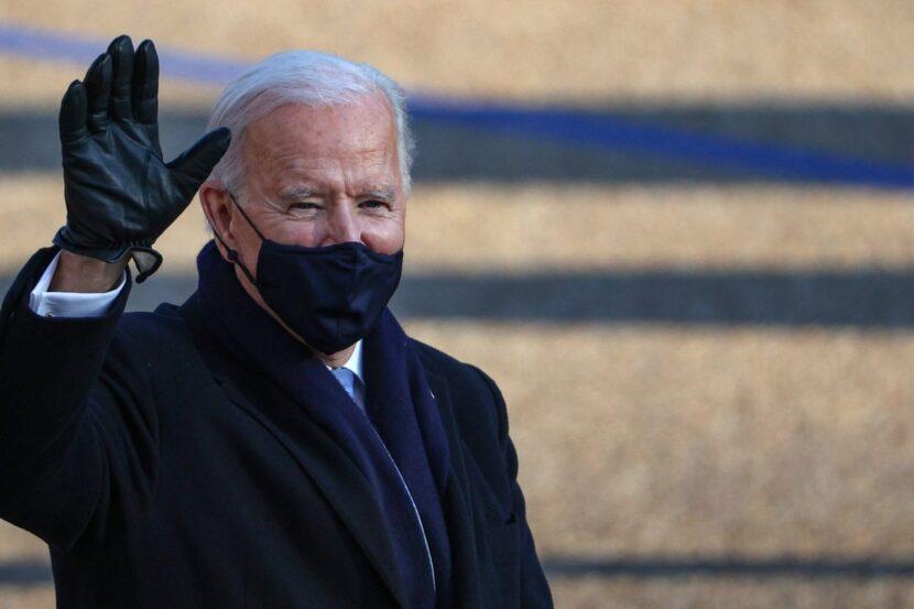 El presidente Biden planea restablecer las reglas de viaje de COVID-19 el lunes, agrega Sudáfrica