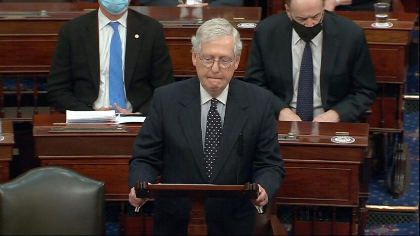 El senador McConnell dice que está indeciso sobre si condenar a Trump en el juicio político
