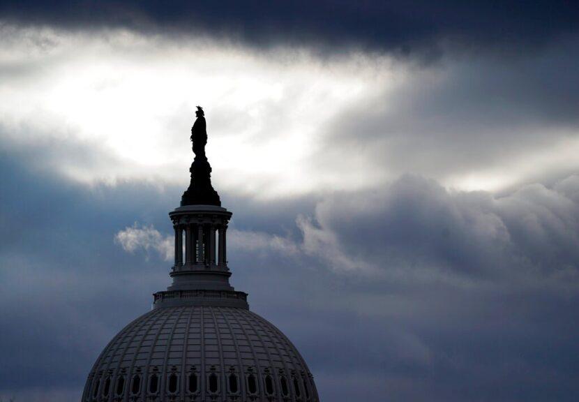 En medio de los temores de un ataque 'interno', el FBI investiga a las tropas de la Guardia en DC