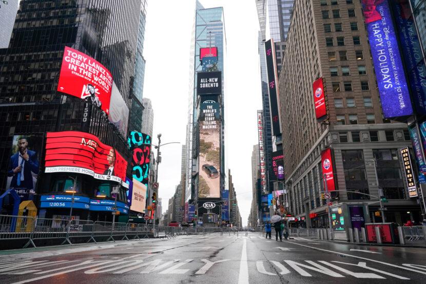 Estados Unidos celebra 2021 comenzando con un Times Square vacío