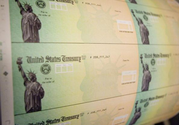 Estafadores recurren a esquemas en línea para robar su cheque de estímulo