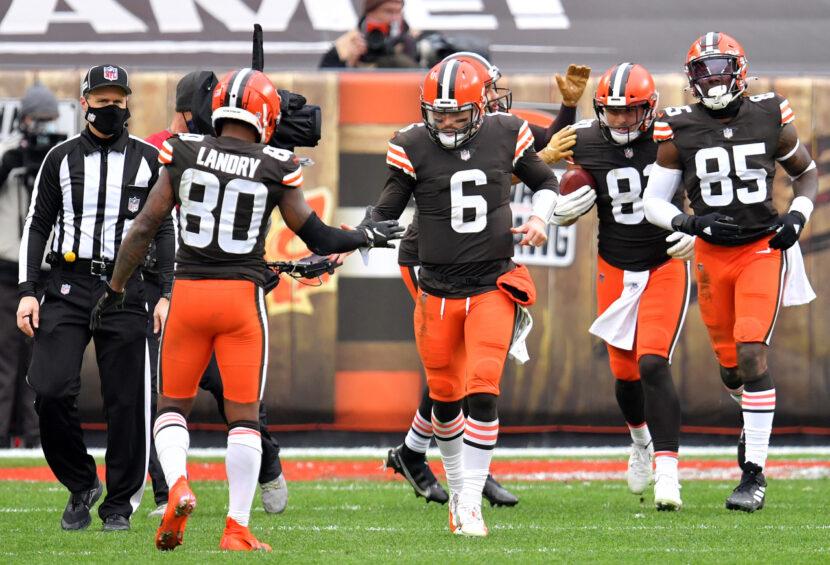 Los Cleveland Browns activan a varios jugadores antes del partido de playoffs contra los Steelers