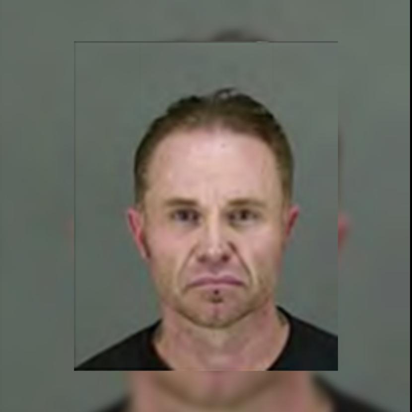 Hombre sacó un arma a la policía durante una redada en su casa, dice el sheriff del condado de Summit
