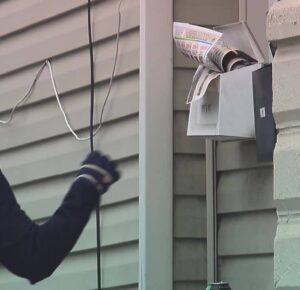 I-TEAM: Los destinatarios dicen que nunca recibieron correo certificado, los registros del Servicio Postal solo ofrecen garabatos