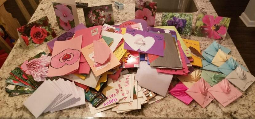 """La """"Operación Día de San Valentín"""" busca tarjetas para tropas, socorristas y trabajadores de la salud en el noreste de Ohio"""