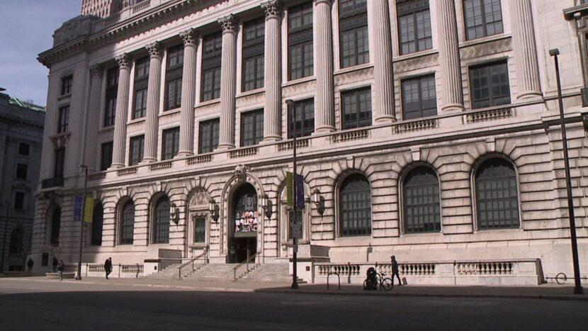 La biblioteca pública del centro de Cleveland cierra para la inauguración por 'precaución'
