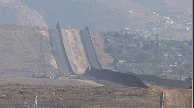 La construcción del muro fronterizo continúa a pesar del mandato de Biden para detenerlo