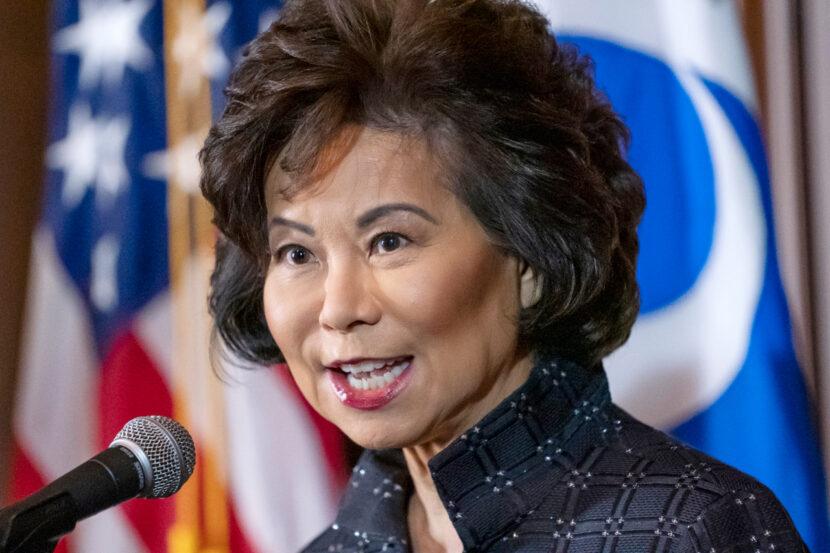 La secretaria de Transporte Elaine Chao renuncia después de un motín