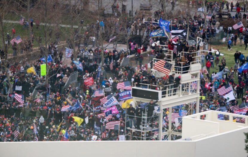 Las protestas arden frente al Capitolio mientras el Congreso se reúne para finalizar la victoria de Biden