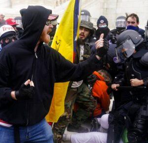 Los alborotadores hacen alarde de su participación en el asedio del Capitolio en las redes sociales