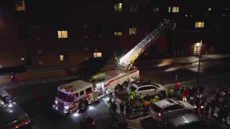 Los departamentos de bomberos del condado de Wayne se unen para apoyar al querido bombero en el hospital