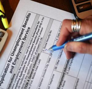 Los reclamos por desempleo en Estados Unidos disminuyen a 900.000, que aún son elevados; Los habitantes de Ohio presentaron 43K reclamos iniciales la semana pasada