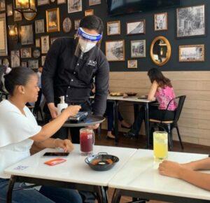 Médicos condenan apertura de bares y restaurantes en el país ante etapa más critica de la pandemia