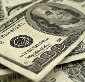 Maestros de Michigan reciben cheques de pago por peligrosidad de $ 500 por trabajar durante una pandemia