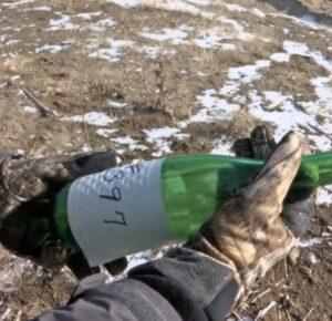 Mensaje en una botella descubierta décadas después de que se alejara flotando