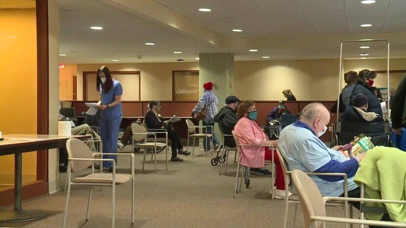 MetroHealth comienza a ofrecer vacunas COVID-19 a los mayores de 80 años