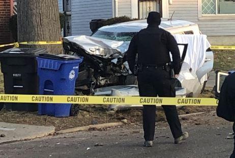 Mujer muerta en accidente en el lado este de Cleveland