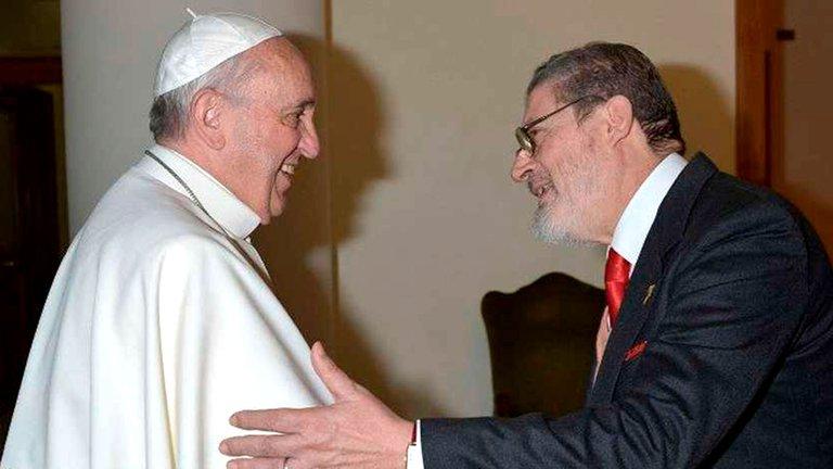 Murió por covid-19 el médico personal del papa Francisco, Fabrizio Soccorsi
