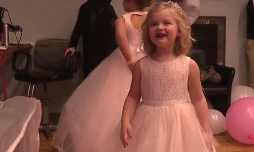 Niña con enfermedad cerebral incurable se convierte en princesa por un día