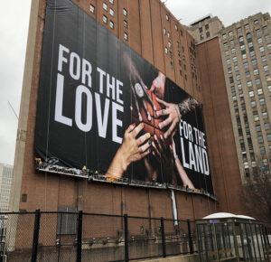 Nueva pancarta de los Cleveland Cavaliers instalada en el centro