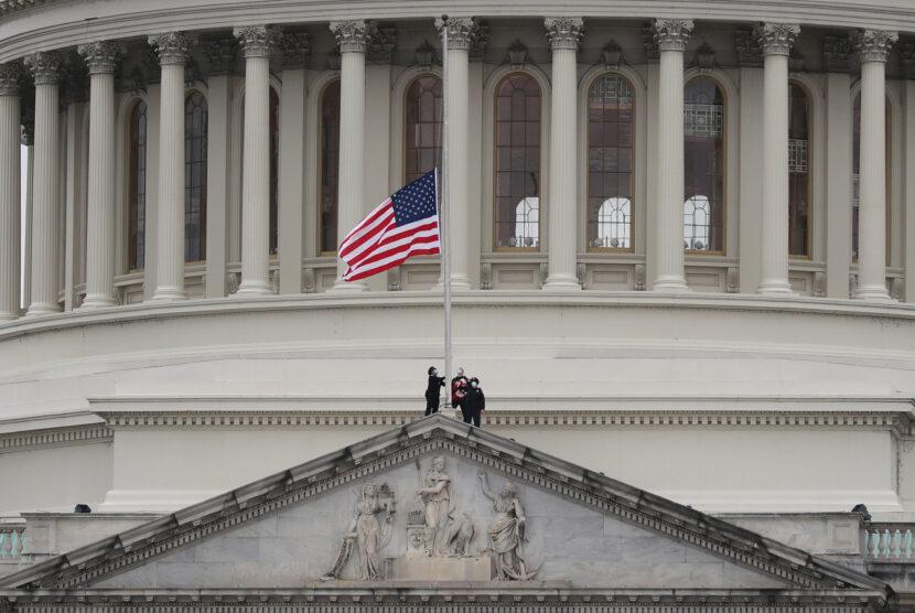 Oficial de policía del Capitolio de EE. UU. Fuera de servicio murió, dicen funcionarios