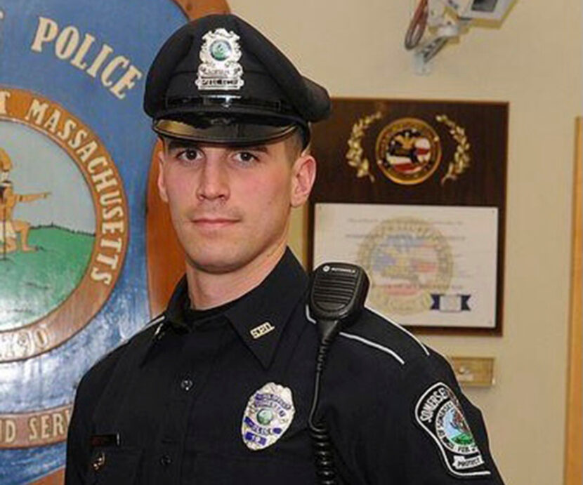 Oficial de policía paga la cena navideña de sospechosos de robo en tiendas
