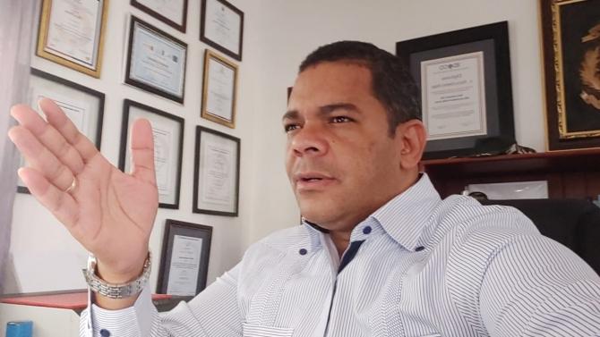 Periodista interpone Acción de Amparo contra ODAC y Ángel Taveras Difo tras ser cancelado aún bajo los efectos de COVID-19