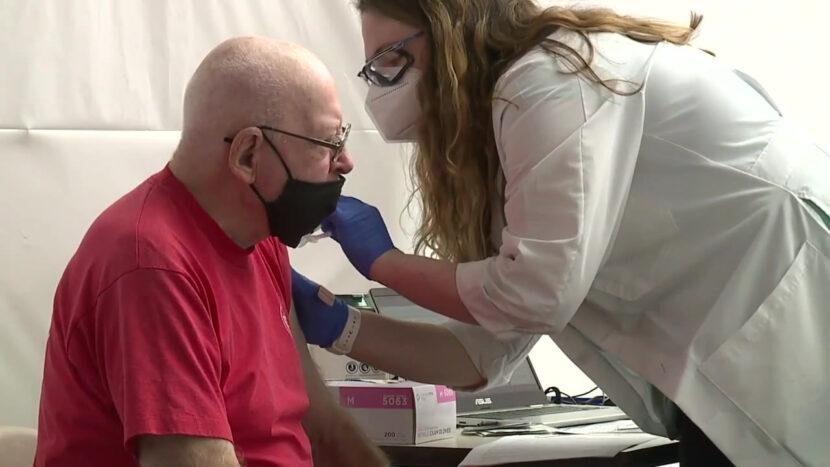 Personas mayores de Ohio informan retrasos confusos al intentar registrarse para la vacunación COVID-19