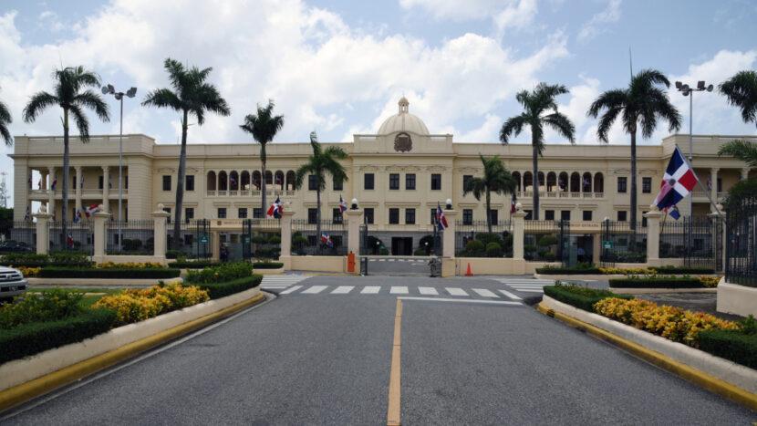 Poder Ejecutivo crea por decreto el programa para la regulación de las contrataciones públicas