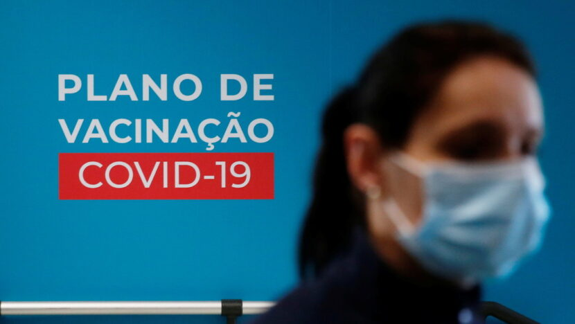 """Portugal investiga la muerte """"súbita"""" de una empleada sanitaria que recibió la vacuna de Pfizer y no presentó reacciones adversas"""