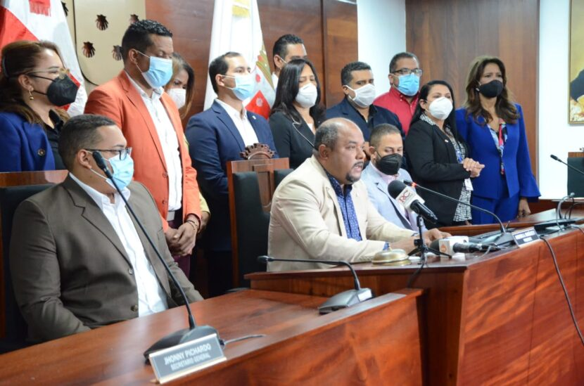 Regidores de Santiago rechazan acciones fiscal José Francisco Núñez contra alcalde Abel Martínez