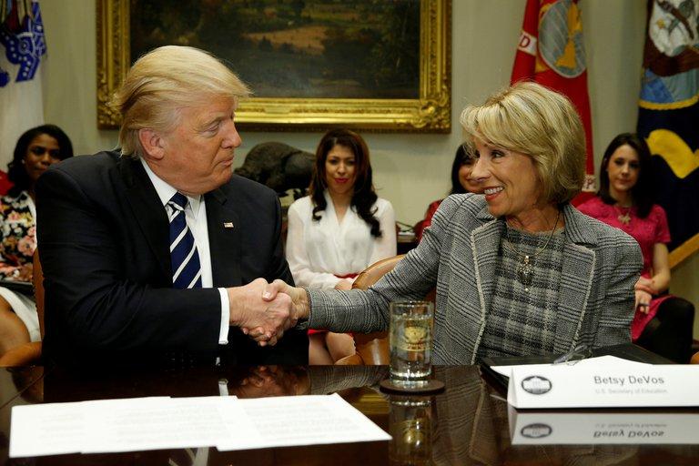 Renunció la secretaria de Educación de Donald Trump: es la segunda integrante del gabinete en dimitir por el asedio al Capitolio