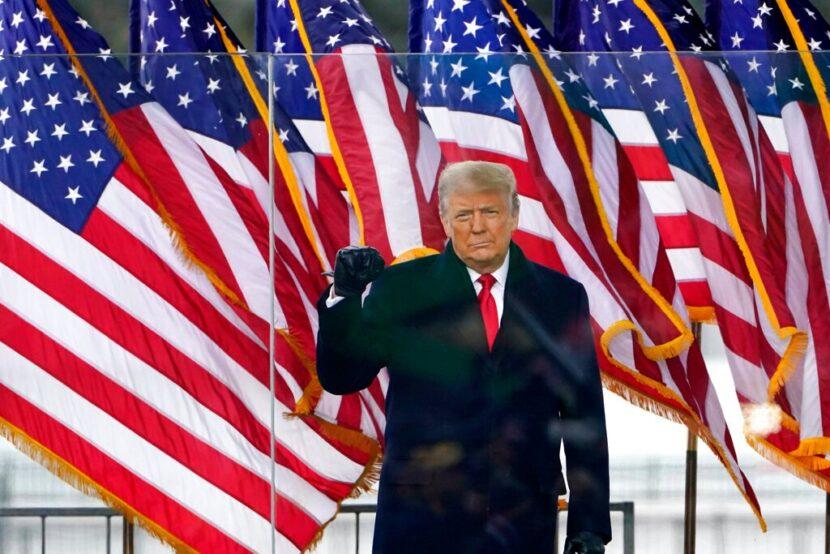 Reprimido por Twitter, Donald Trump busca un nuevo megáfono en línea