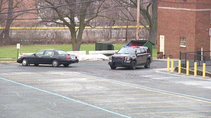 Tiroteo en el este de Cleveland involucrado en un oficial es investigado después de la persecución de un vehículo robado